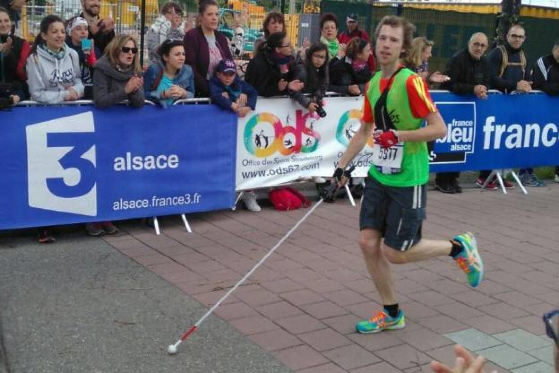 Road marathon world record by a blind person in complete autonomy, provided with a GPS application on smartphone, or similar device.