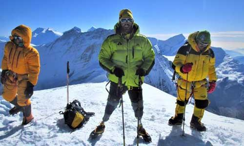 Two Italian amputees at the top of Mont Blanc, a frosty challenge