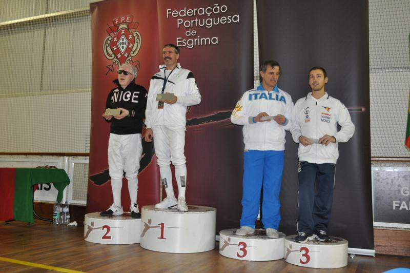 Blind Fencing in Lisbon : A French competitor wins the first international round